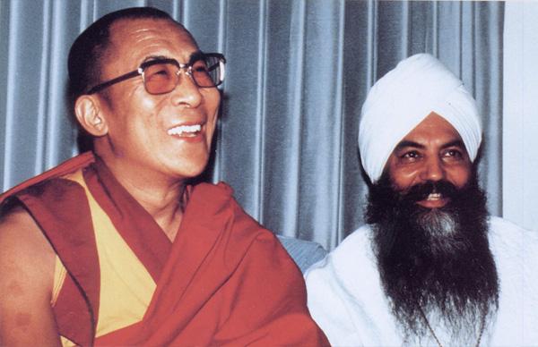 Yogi Bhajan e Dalai Lama